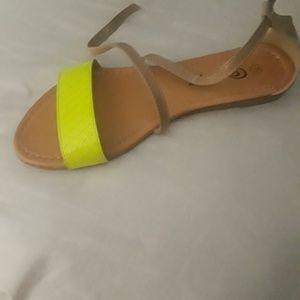 strap sandels